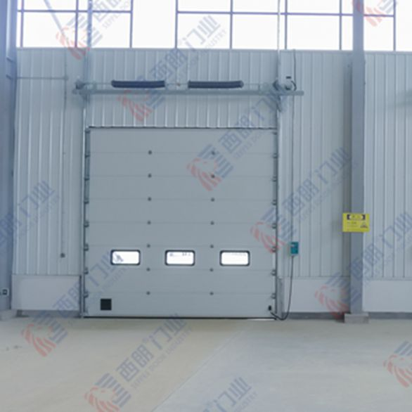 英科医疗安装提升门