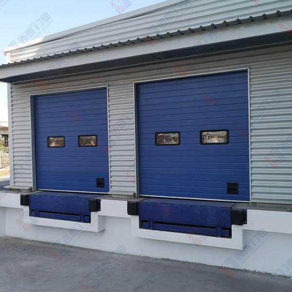 某塑料工厂安装西朗工业提升门
